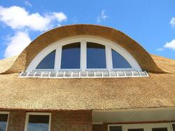 Maatwerk dakkapel voor rieten dak 1
