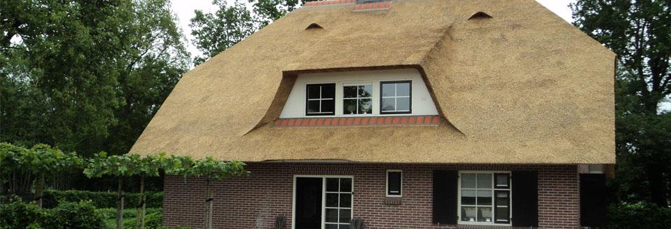 Rietdekkersbedrijf Van Drie en Vliek__Nieuw rieten dak