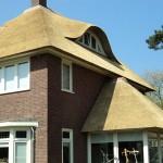 Rieten dak - Villa Apeldoorn zijkant