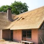 Rieten dak - timmerwerk - Woonhuis Putten zijkant